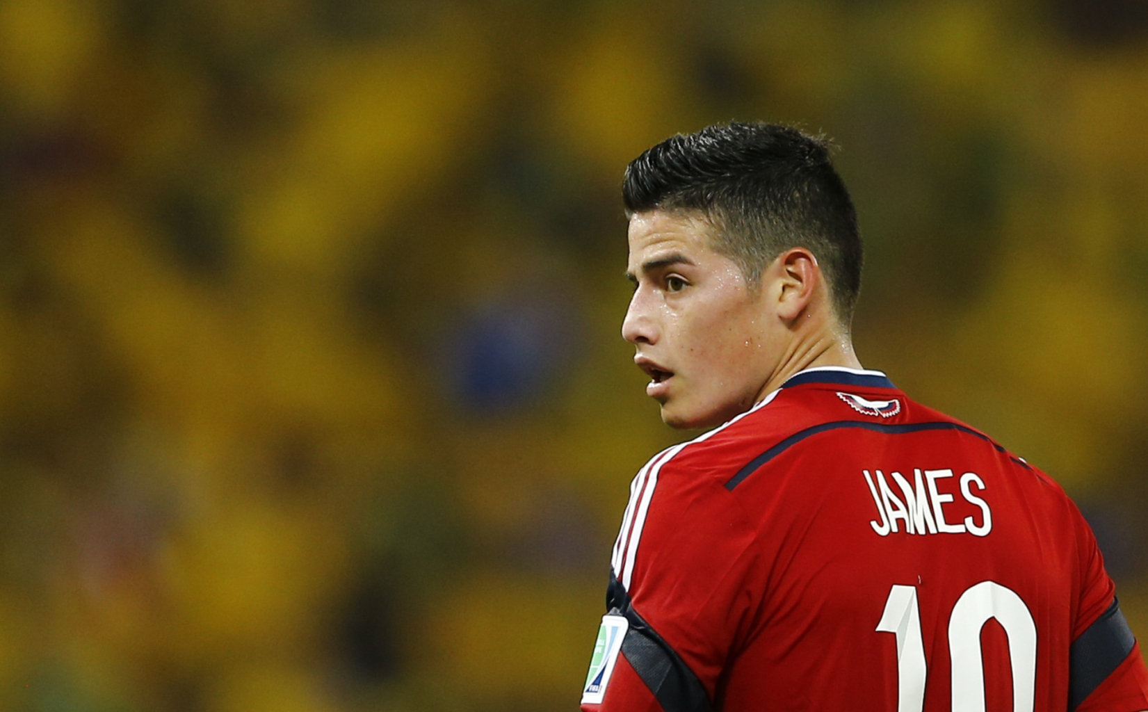 james-rodriguez-in-colombia-red-shirt